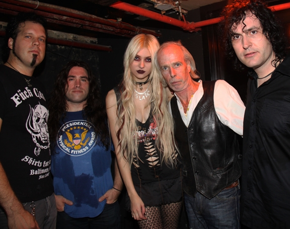 taylior-momsen-and-don-hill-and-her-bandmatesweb