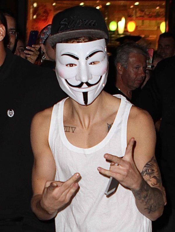 Justin Bieber Wears Scary V for Vendetta Mask in NYC